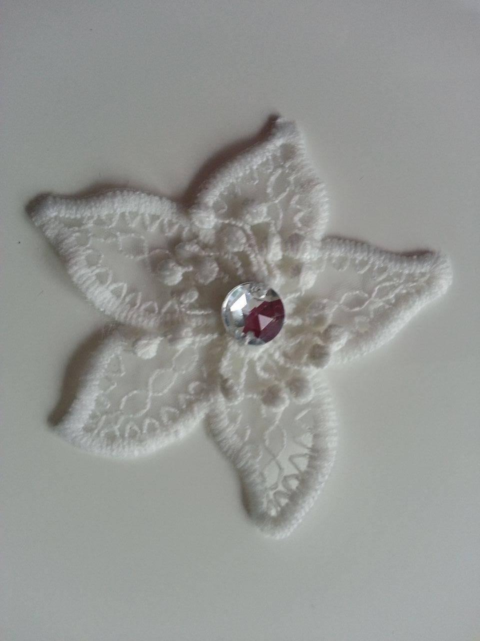 1311499 fleur en dentelle blanc ivoire 70 mm 1