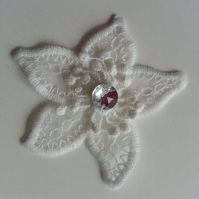 fleur en dentelle blanc ivoire avec strass argent 70 mm
