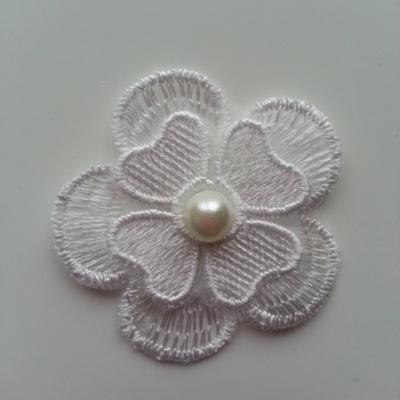 fleur en dentelle  double avec perle blanc ivoire 45 mm