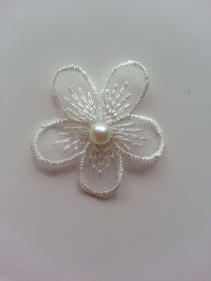 1312063 fleur en dentelle blanc ivoire 35 mm 1