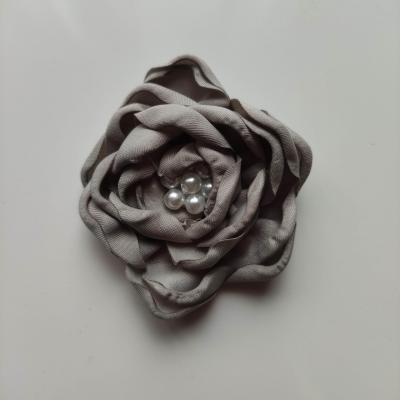 fleur satin de soie centre perle 55mm gris