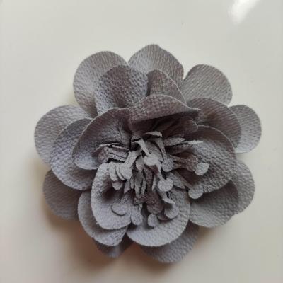 fleur mousseline avec pistils  60mm gris