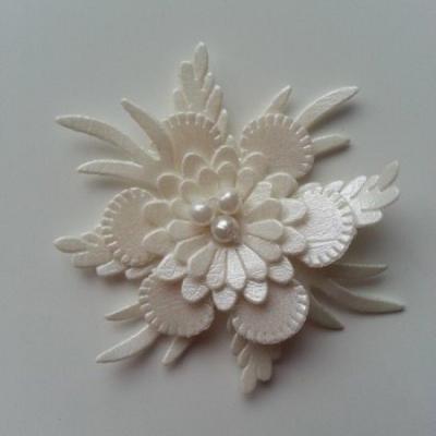 fleur en simili cuir  50mm ivoire