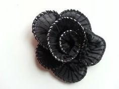 Applique fleur tortillon noire   65mm