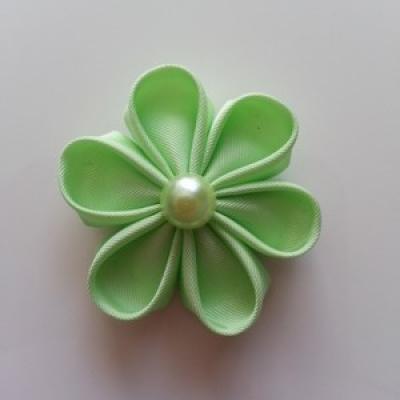 Fleur  4cm pétales ronds vert