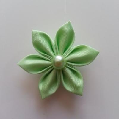 Fleur  4cm pétales pointus vert