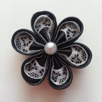 Fleur satin de couleur et dentelle 5cm ronde noir et ivoire