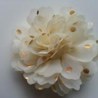 fleur en mousseline à pois doré ivoire  10cm