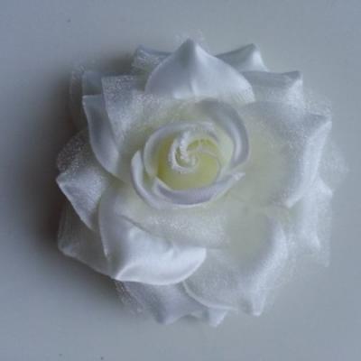 Rose bicolore en tissu   70mm  ivoire