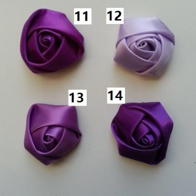 Fleur de satin bouton de rose dans les tons violet numéro 12