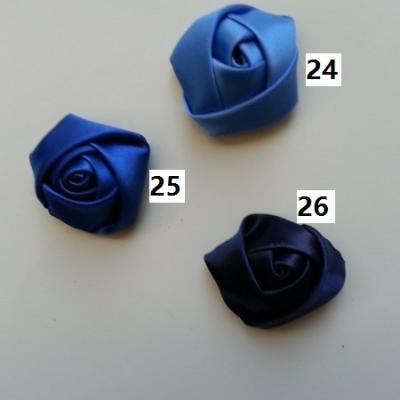 Fleur de satin bouton de rose dans les tons bleu numéro 25