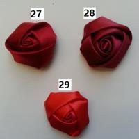Fleur de satin bouton de rose dans les tons rouge bordeaux  numéro 29