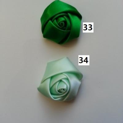 Fleur de satin bouton de rose dans les tons vert numéro 33