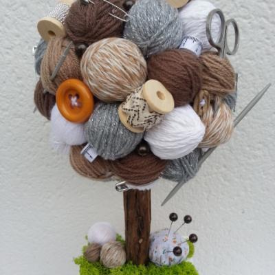 Arbre crochet, tricot, couture beige, gris et marron