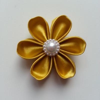 Fleur de satin 5 cm pétales ronds jaune moutarde