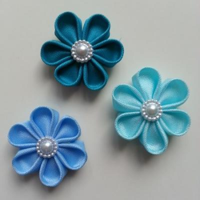 lot de 3 fleurs  en tissu 4cm bleu ciel pétales ronds