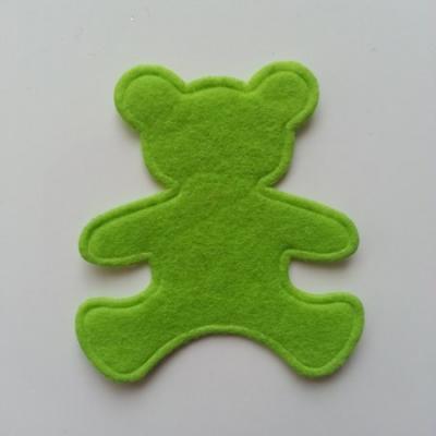 Ours  en feutrine vert  60*55mm