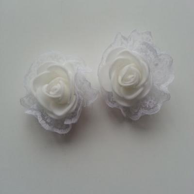 Lot de 2 têtes de rose en mousse et dentelle blanc 5 cm