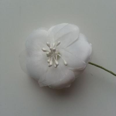 Fleur en tissu et pistils sur tige 5cm ivoire