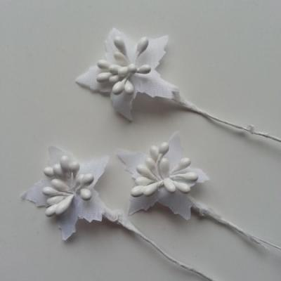 Lot de 3 tiges de bourgeons blanc