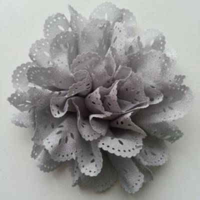 fleur dentelée en tissu gris  10cm