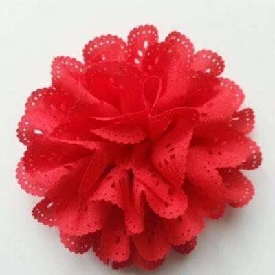 fleur dentelée en tissu  rouge  10cm