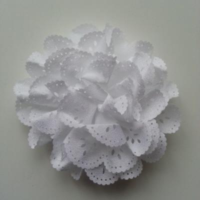 fleur dentelée en tissu  blanc  10cm