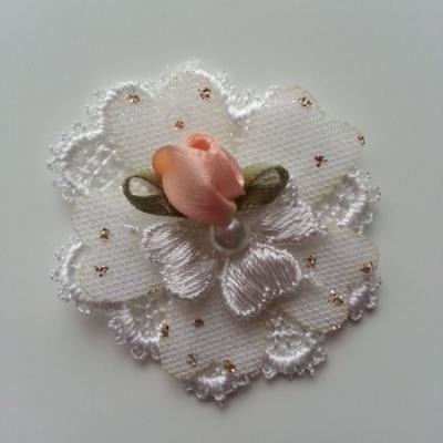 fleur en dentelle pois dorés et mini fleur pêche   50 mm