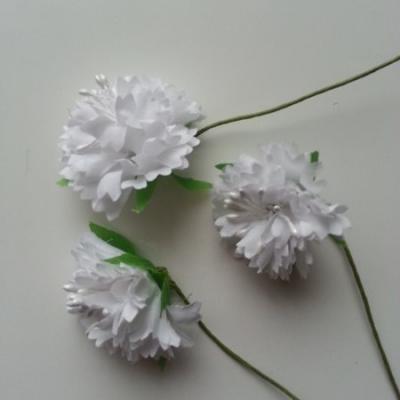 lot de 3 fleurs en tissu et pistils sur tige 40mm blanc