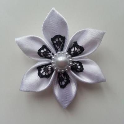 Fleur satin blanche et dentelle noire 5cm
