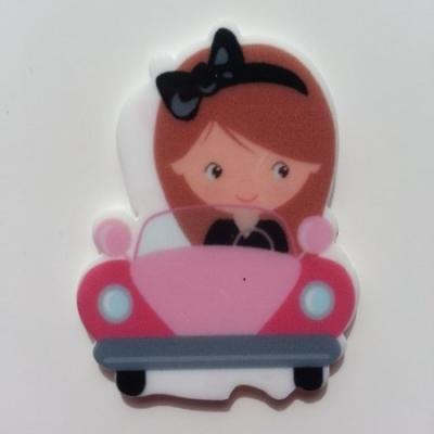 Cabochon  plat en résine petite fille à la voiture 45*35mm