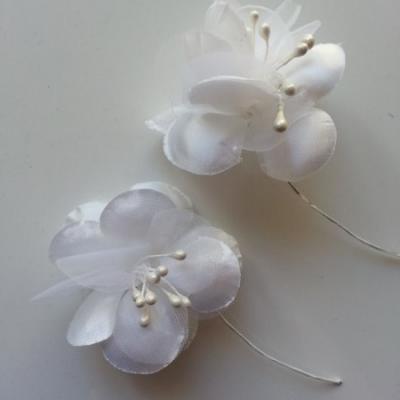 lot de 2 fleurs en tissu ivoire 45mm sur tige avec pistils