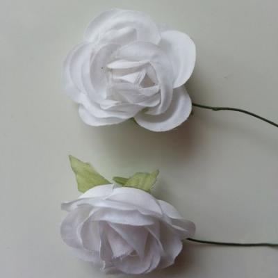 lot de 2 fleurs en tissu sur tige 30mm blanc