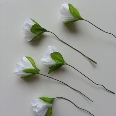 lot de  5 fleurs artificielles en tissu blanc sur tige