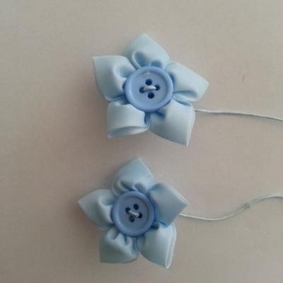 lot de 2 fleurs en tissu centre bouton bleu ciel   sur tige 50mm