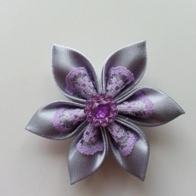 Fleur satin gris clair et dentelle mauve  5cm