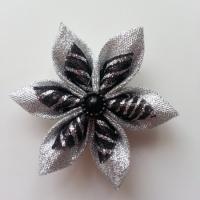 Fleur satin argent et organza pailleté noir 5cm