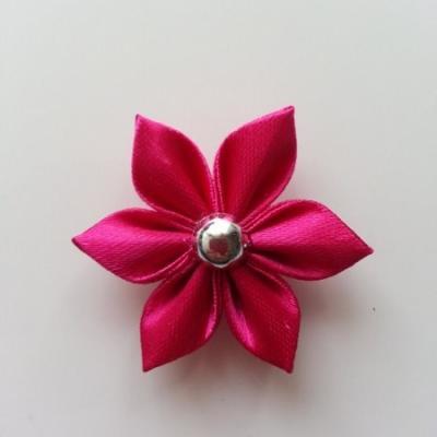 fleur en satin 4cm rose fuchsia  pétales pointus