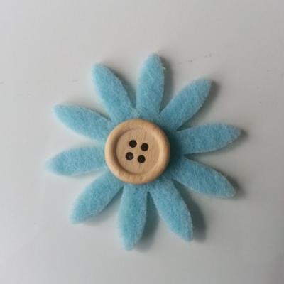 fleur  en feutrine centre bouton bleu    35mm