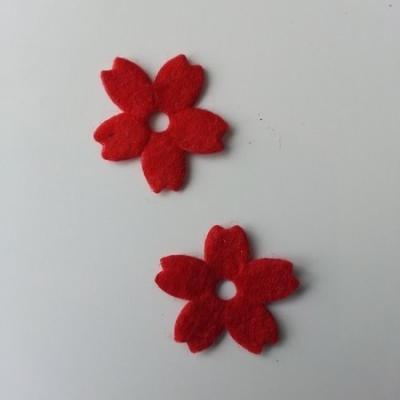 Lot de 2 fleurs en feutrine   25mm rouge