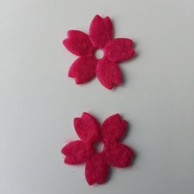 Lot de 2 fleurs en feutrine   25mm rose fuchsia