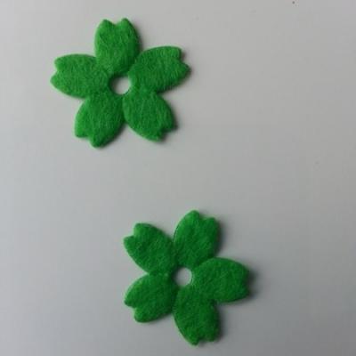 Lot de 2 fleurs en feutrine   25mm vert