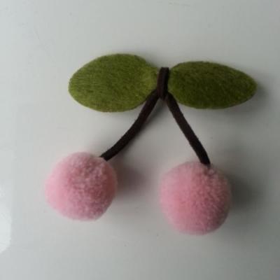 paire de cerise en feutrine et pompon rose pale   (taille des pompons 2cm)
