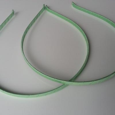Serre tête métal recouvert de ruban gros grain vert pastel