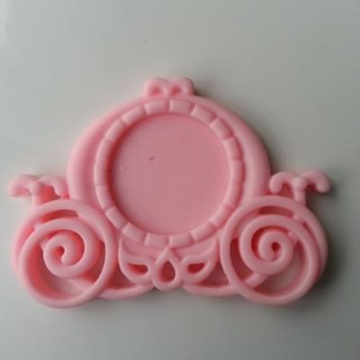 support pour cabochon 25mm en résine dos plat   carrosse princesse rose