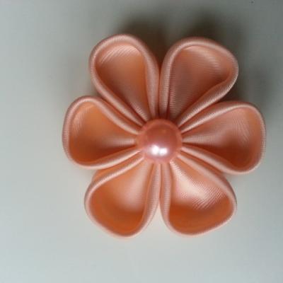 Fleur satin unie abricot 5cm pétales ronds