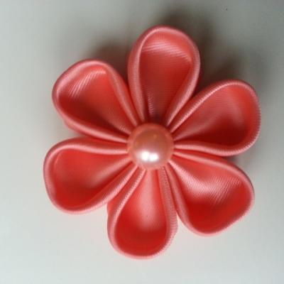 Fleur satin unie saumon 5cm pétales ronds