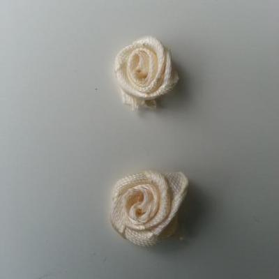 Lot de 2  minis roses en satin 10 à 15mm ivoire