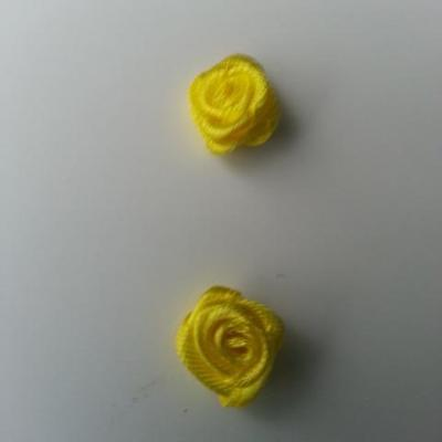 Lot de 2  minis roses en satin 10 à 15mm jaune