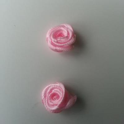 Lot de 2  minis roses en satin 10 à 15mm rose